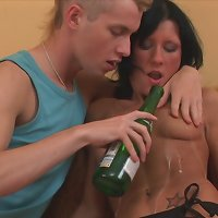 Teenage chick getting drunk with her brother lets his rod into her smoothie
